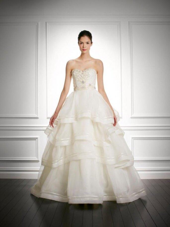 Vestido de novia otoño 2013 corte princesa con falda superpuesta de volúmenes - Foto Carolina Herrera