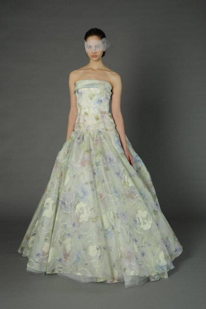 Vestido de novia floreado en tonos pastel - Foto Douglass Hannant 2013