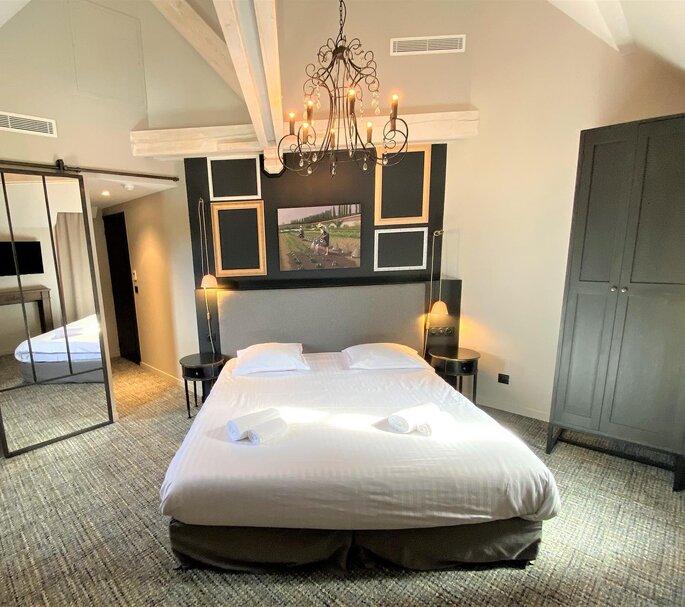 Une belle chambre aux accents modernes pour passer la nuit du mariage sur place