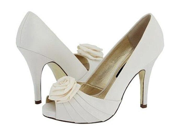 Zapatos de-novia tipo peep toes con aplique en forma de flor