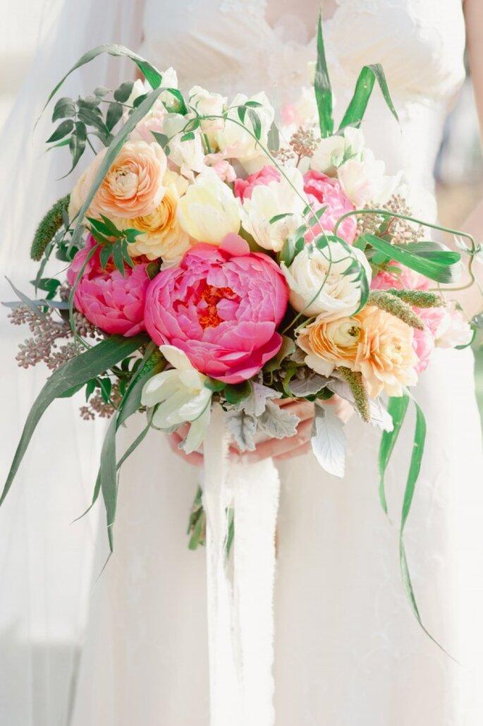 Las peonías se convertirán en tus aliadas geniales para el ramo de novia - Foto Maggie Conley