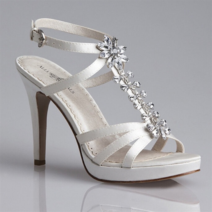 Modelo de Allure Bridal con pedrería