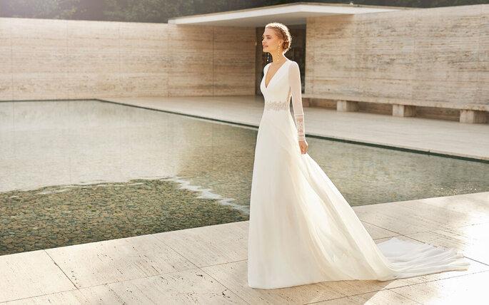 Robe de mariée simple avec des manches longues