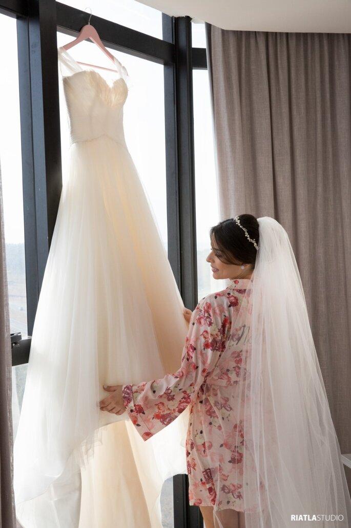 Vestido de noiva: Casamarela Noivas - Foto: Riatla Studio