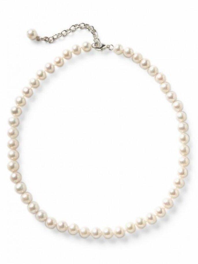 Elegante collar de perlas para novia - Foto Banana Republic