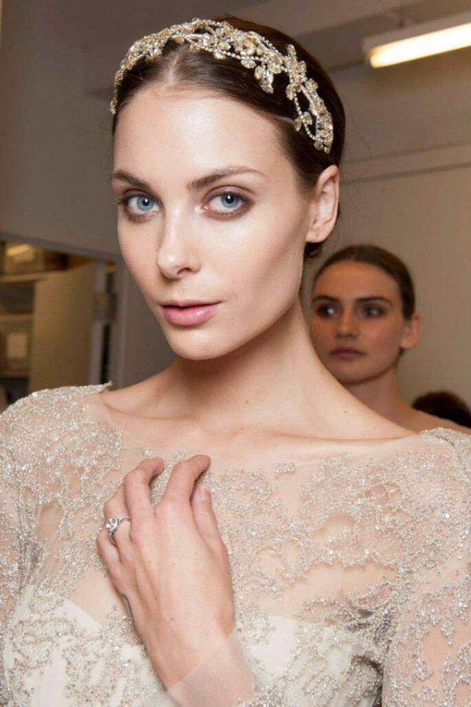 Maquillaje natural para resaltar la belleza - Foto Monique Lhuillier