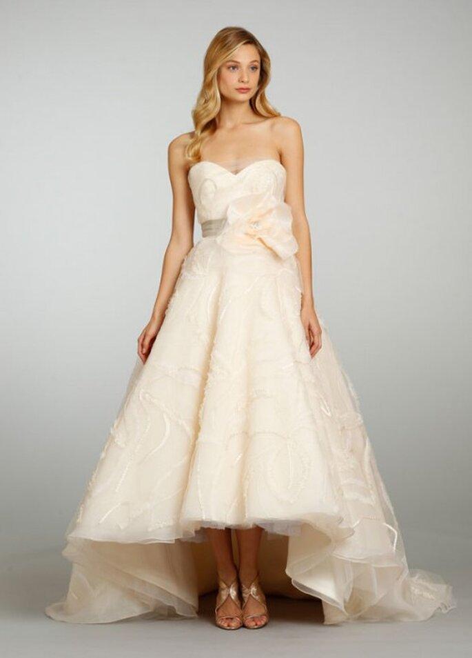 Vestido de novia en color durazno con falda tipo mullet - Foto JLM Couture