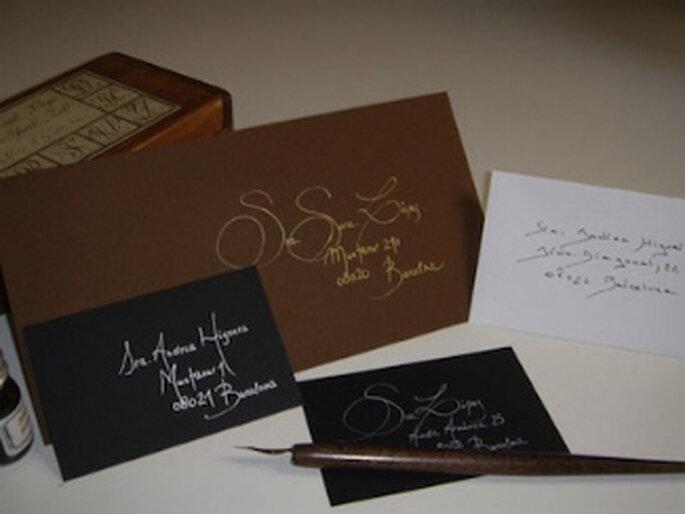 Einladungskarten zur Hochzeit in Braun. Foto fiesta101.com