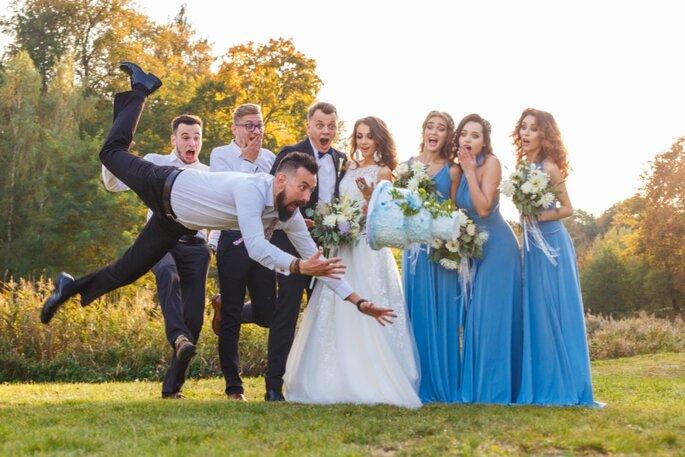 Photo drôle des invités à un mariage
