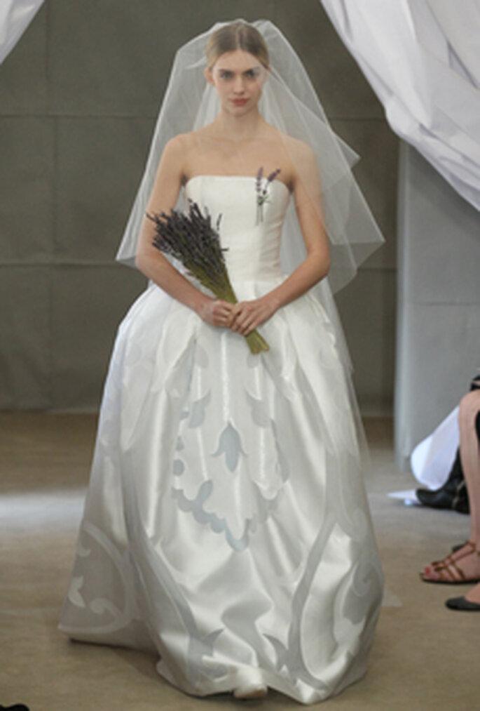 Lavendel-Brautstrauß als Must-Have für Bräute mit Extravaganz – Foto: CAROLINA HERRERA