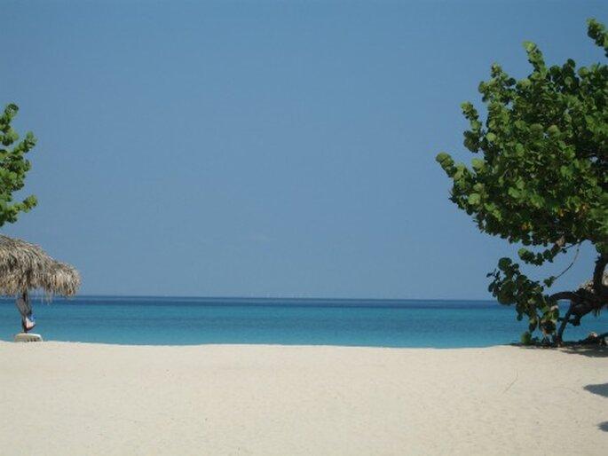 Traute Zweisamkeit garantiert: Flitterwochen in der Karibik. Foto: Michael Staudinger / pixelio