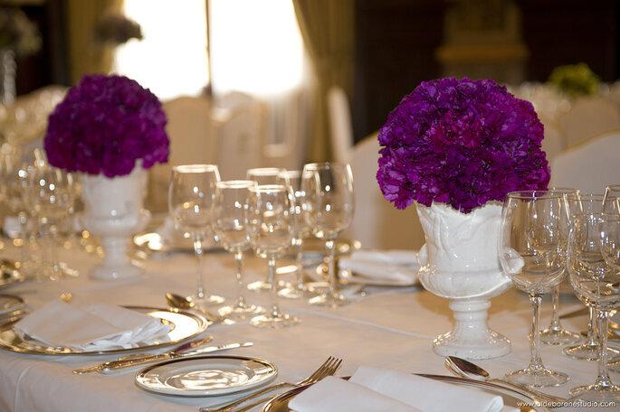 Table dressée pour le dîner de réception