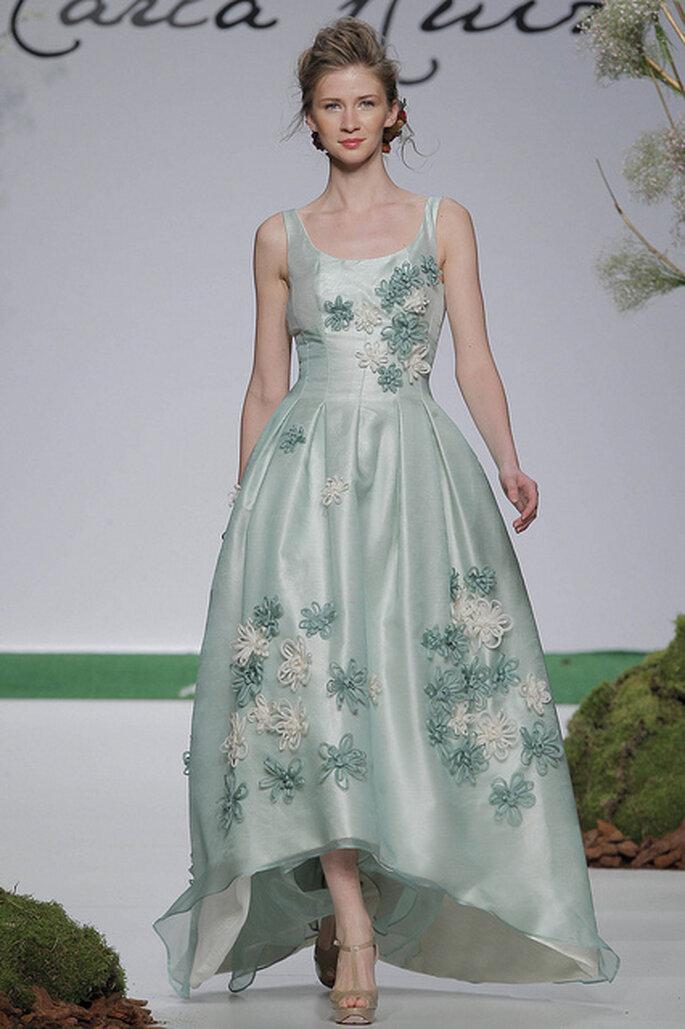 Vestido verde claro con apliques florales de Carla Ruiz 2014. Foto: Barcelona Bridal Week 2013 / Ugo Camera