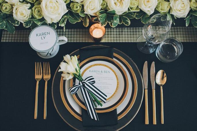 Wedding with glimmering gold details. Photo: Mango Studios
