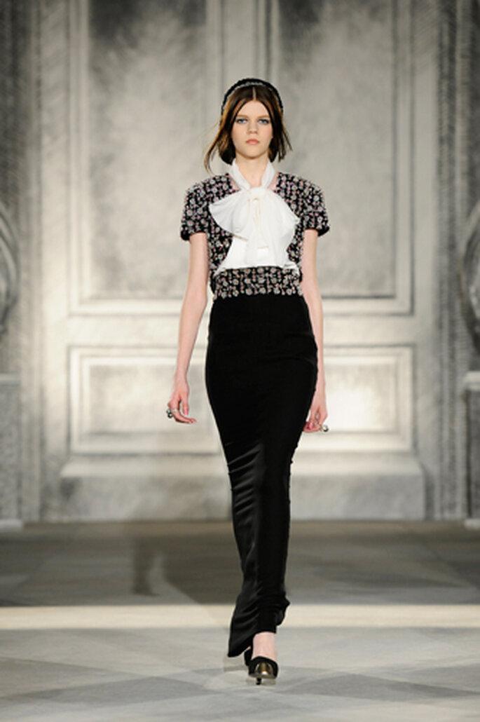 Elegant und Schwarz – das klassische Outfit von Chanel ist ideal für die Hochzeit – Foto: Chanel Otoño Invierno 2013