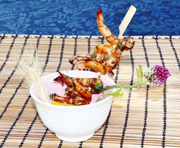 Brochettes de crevettes marinées en sucré-salé