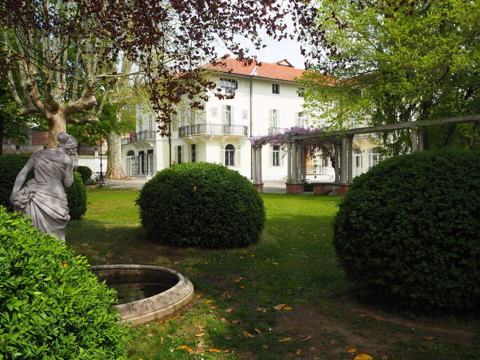 Vista frontale della facciata di Giardini La Pergola