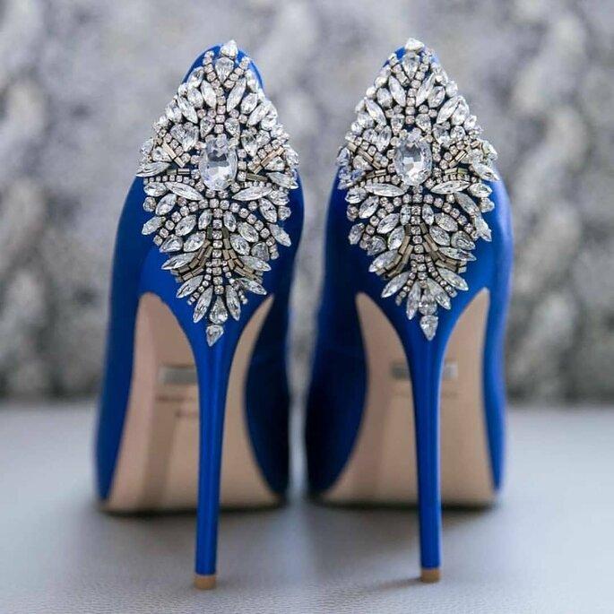 sapatos azuis com diamantes