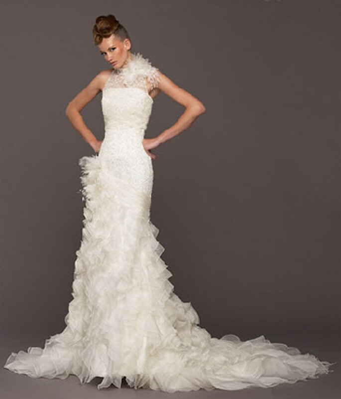 A touch of originality wearing a wedding dress with feathers