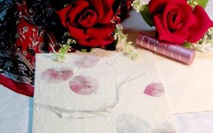 El tono rojo en vuestras invitaciones invitará a una boda a pura pasión