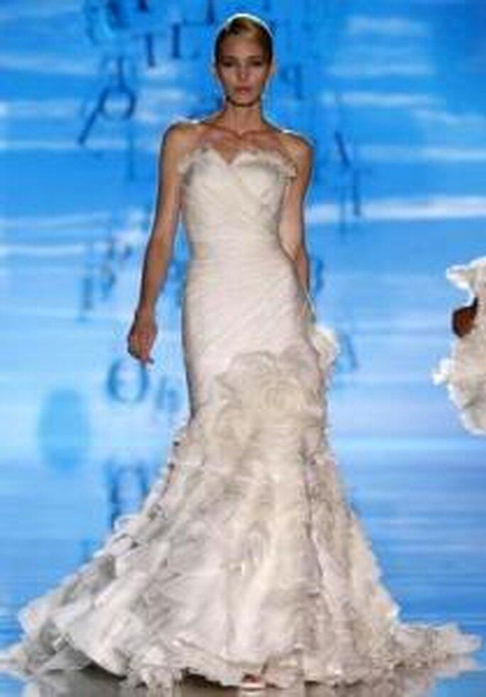 Pepe Botella 2010 - Vestido largo en seda drapeada, corte sirena, falda voluminosa, escote corazón strapless