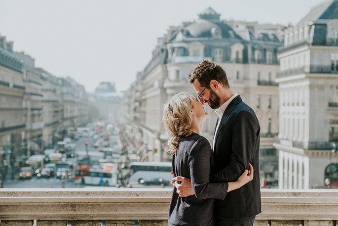 casal apaixonado em paris