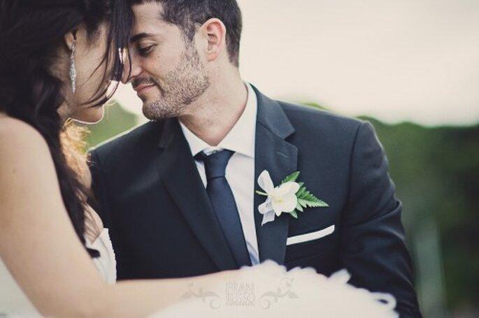 Boutonniere para el novio en la boda. Imagen Fran Russo