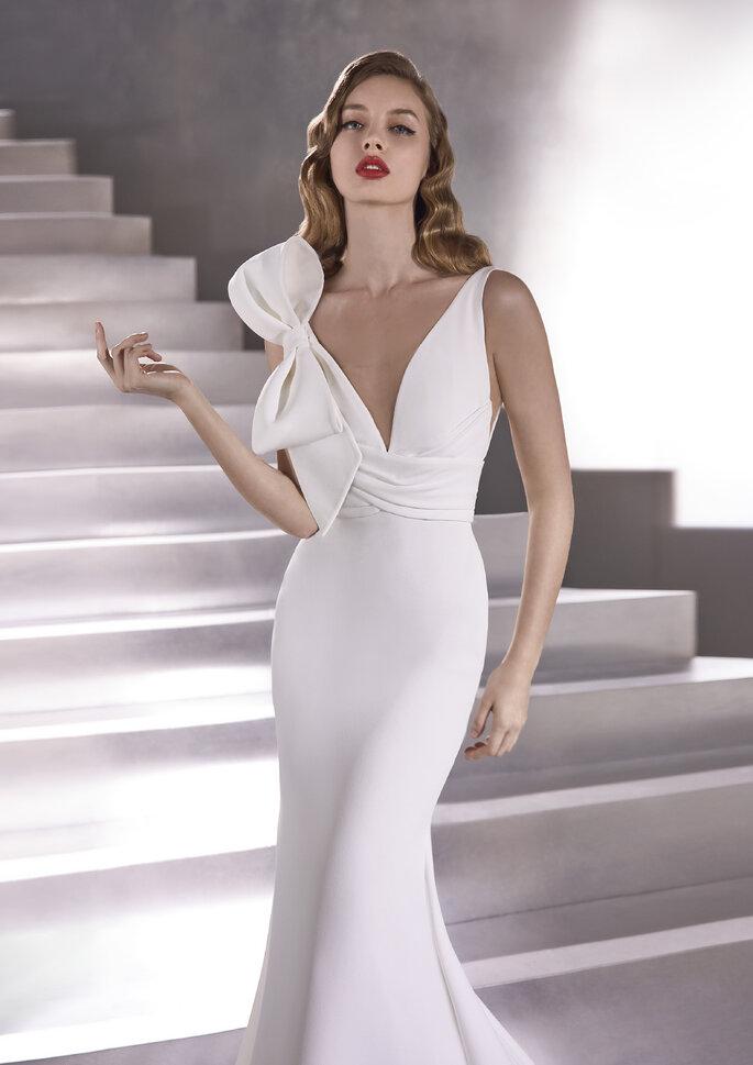 vestido de noiva justo com decote em V