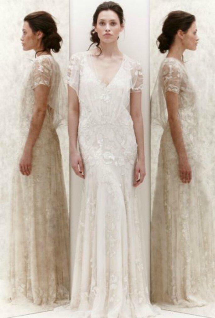 Abito in chiffon doppiato da tulle ricamato in pizzo lamè con scollo a V. Jenny Packham Spring 2013 Foto New York Bridal Week