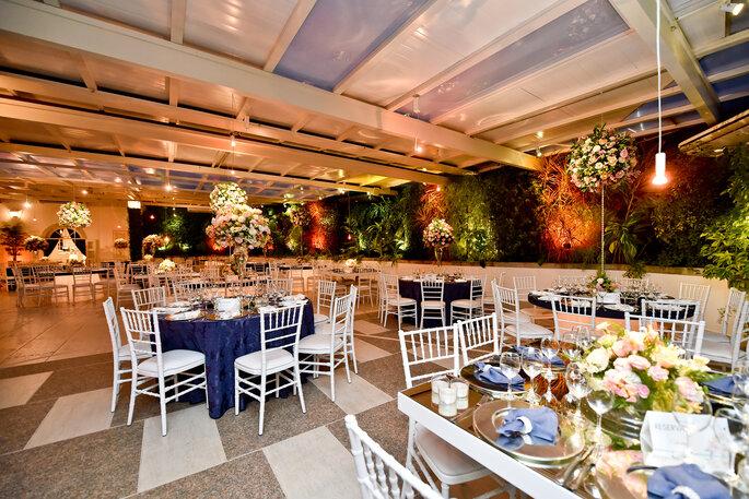 Linda decoração clássica e floral para casamento clássico