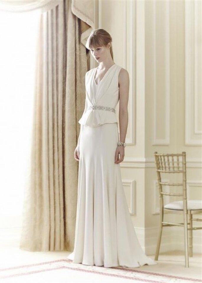 Suknia ślubna ze srebrnym paskiem