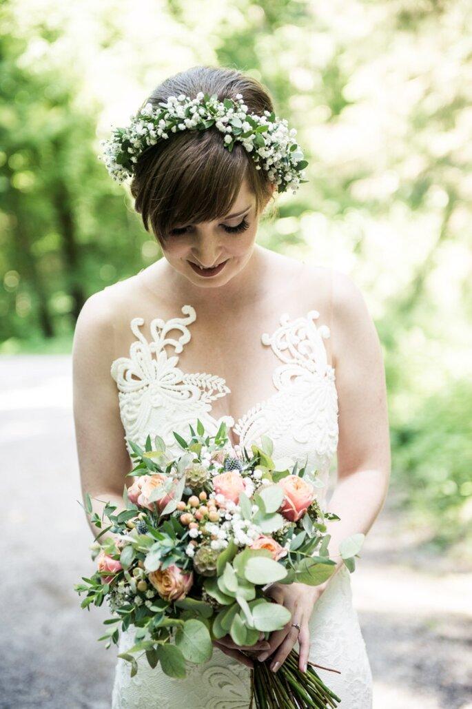 Wie man den passenden Brautstrauss zum Hochzeitslook wählt