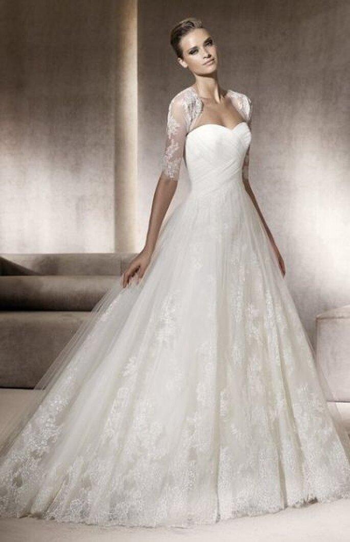Brautkleid mit Details der Haute Couture Pronovias 2012 - Pergola, Kollektion Costura http://www.pronovias.com
