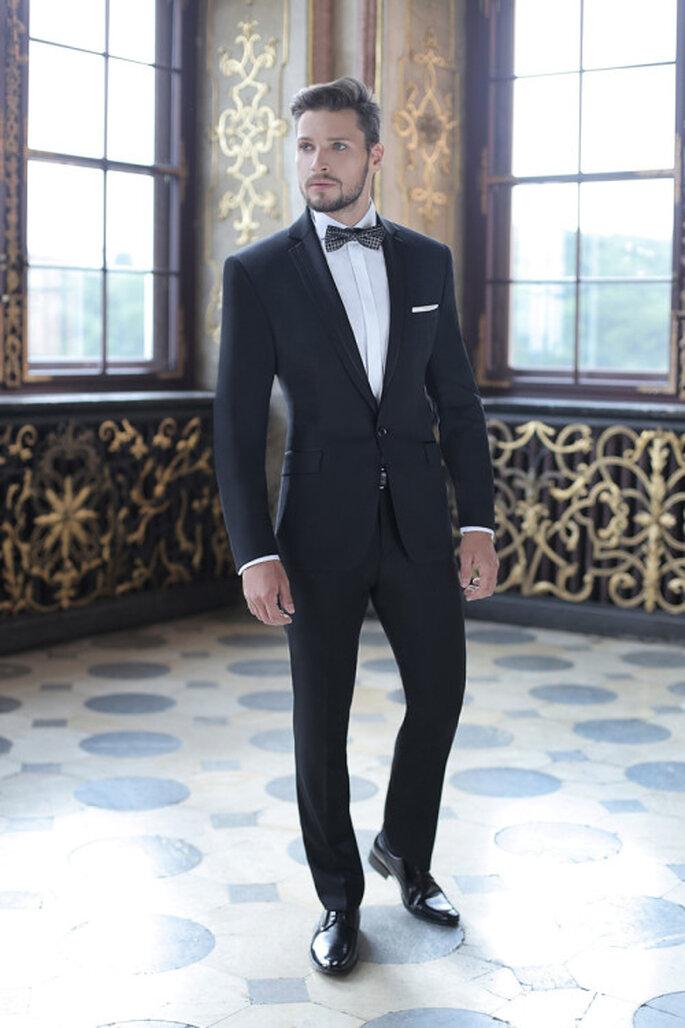 Klasyczny czarny garnitur, fot. Giacomo Conti