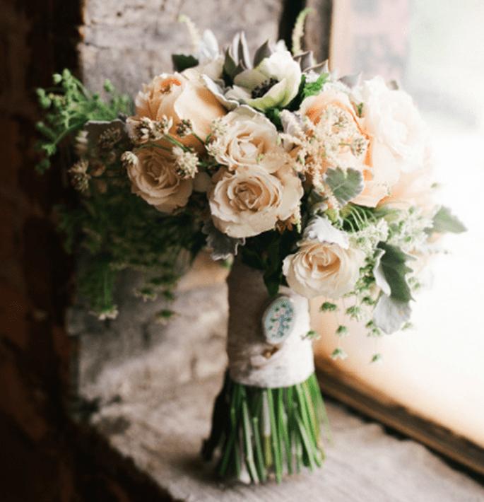 Bouquet de mariée esprit vintage - Photo Jen Lynne