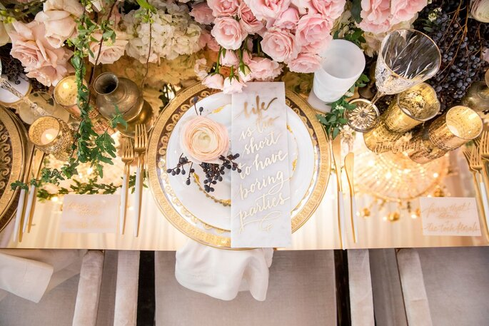 Efeito marble na mesa dos convidados
