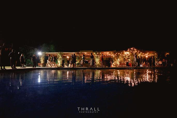 Festa de casamento com piscina