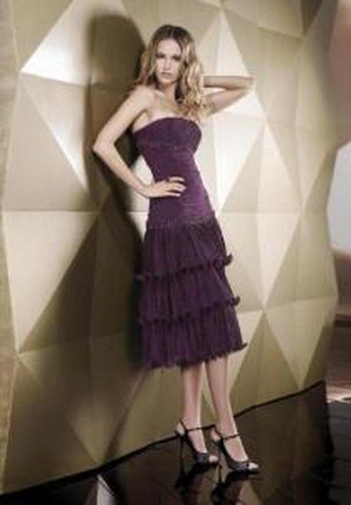 Pepe Botella 2009 - Vestido corto violeta ajustado de escote recto