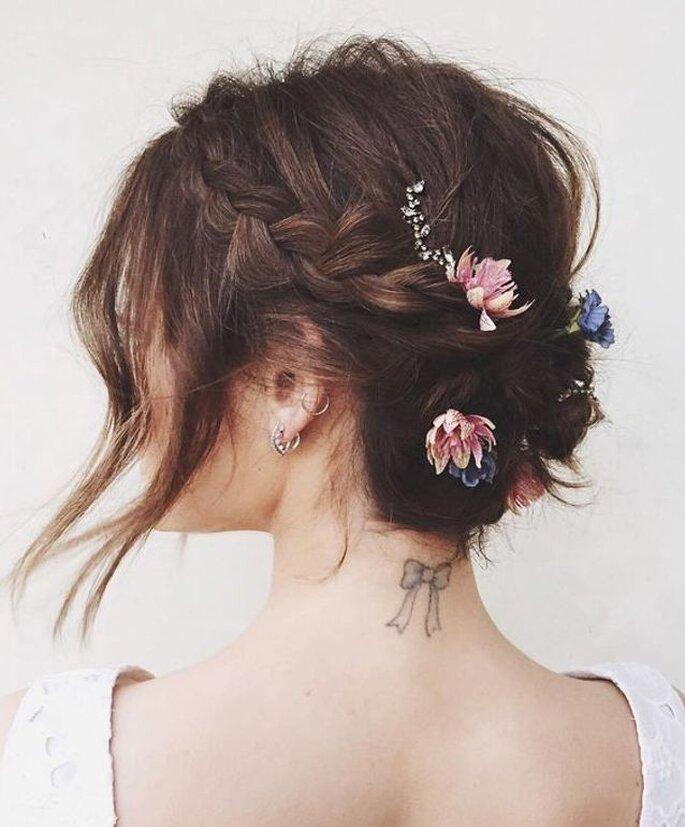 Coiffure de mariée à tresses sur cheveux courts
