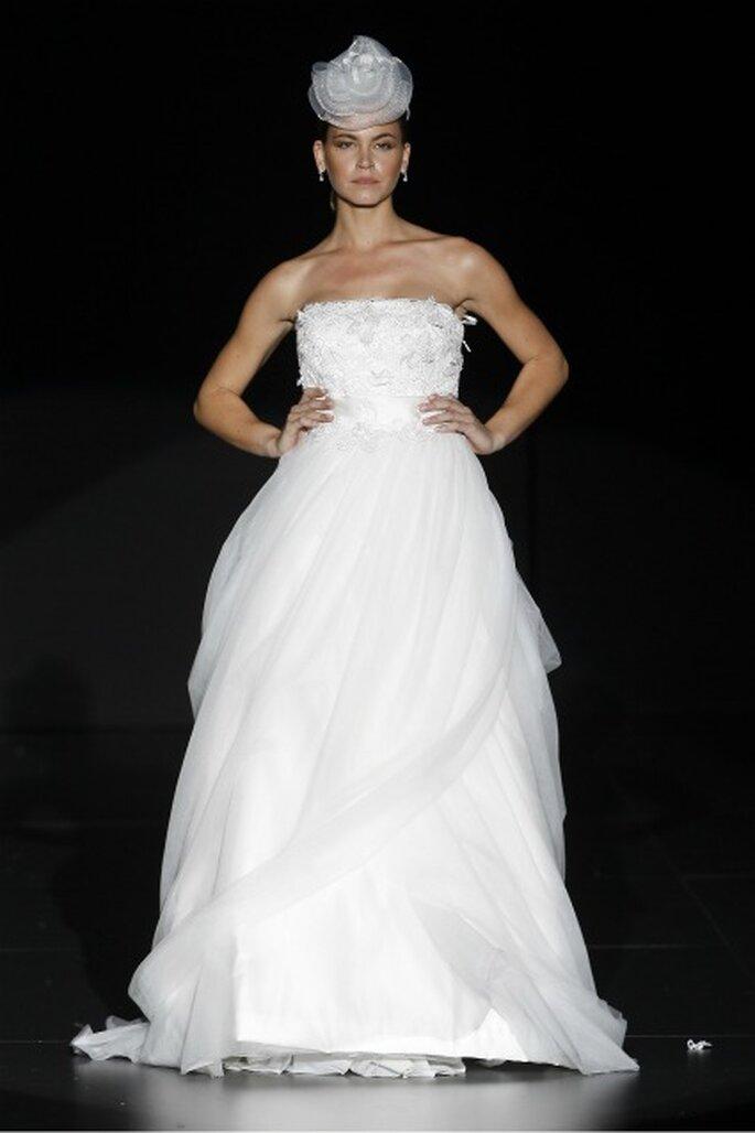 Charo Peres está trabajando con mucho volumen en la colección de vestidos de novia 2012 Foto: Ugo Cámara / IFEMA