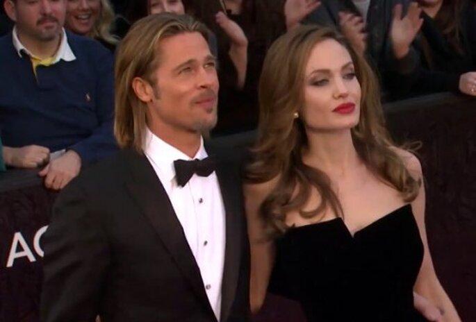 Angelina Jolie y Brad Pitt en los Oscar 2012 - Foto CleverNews YouTube