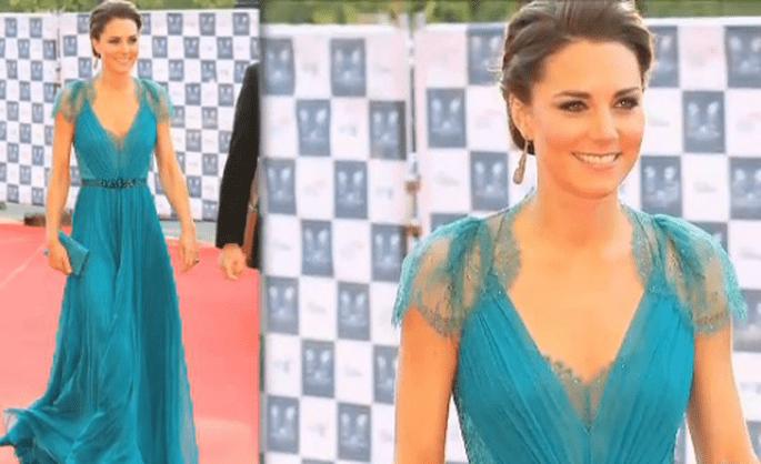 Anche la bella Kate non rinuncia ad un abito nel colore dell'estate,il turchese. Questo è firmato Jenny Packham. Foto: www.youtube.com
