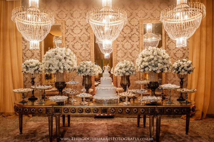 Decoração clássica mesa do bolo