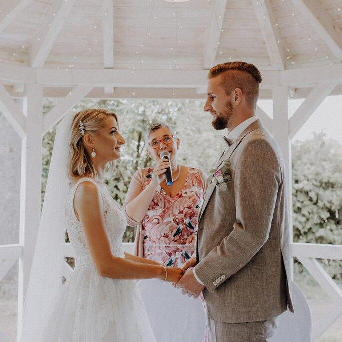 Hochzeitsdienstleister. Trauredner