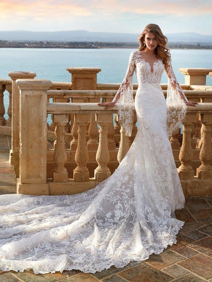 Robe de mariée sirène avec une traîne en dentelle