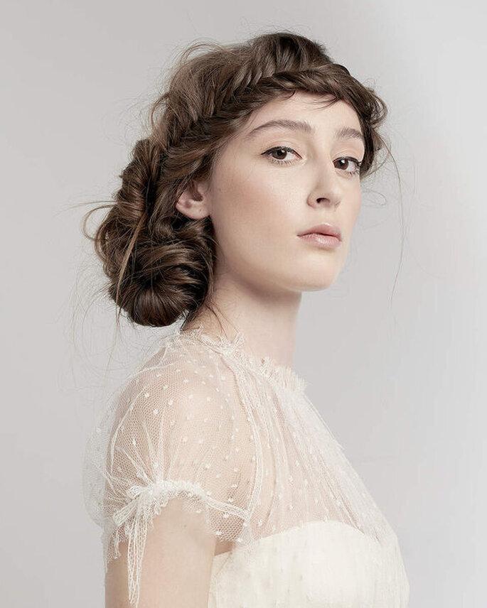 Une coiffure de mariée originale et sophistiquée - un chignon de mariée tressée
