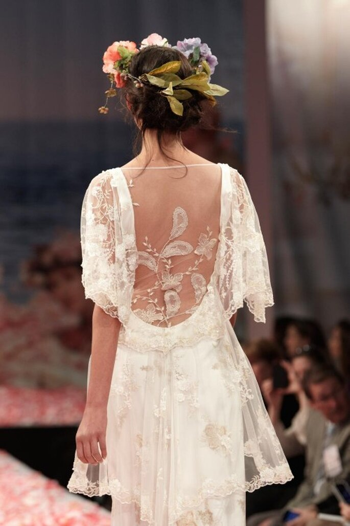 Vestido de novia con escote en la espalda profundo y mangas estilo bohemio - Foto Claire Pettibone