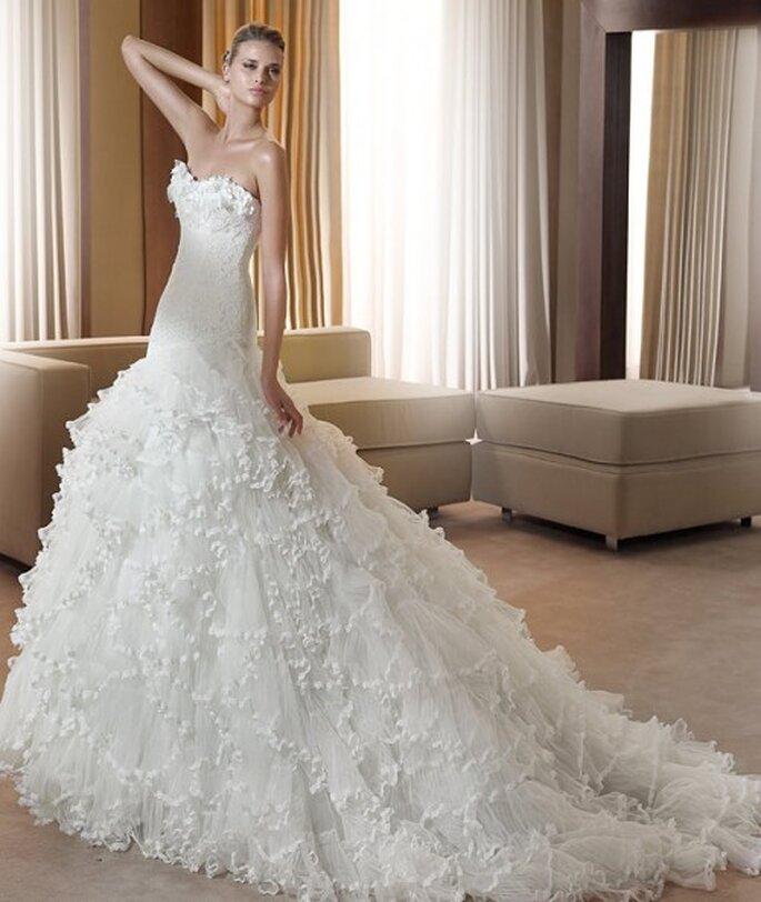 Vestido de novia con cola, modelo Fantastica, Pronovias 2011