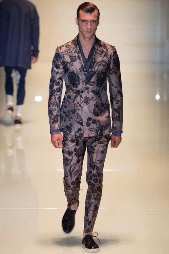 Traje para novio 2014 con detalles de estampados en flores - Foto Gucci