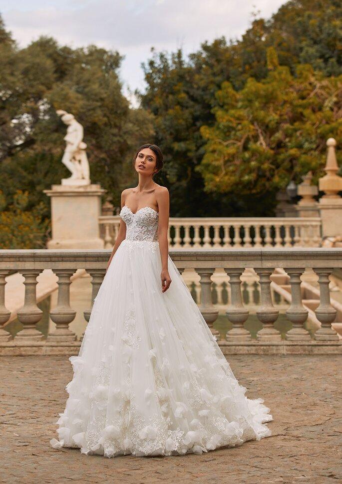 Pronovias Premiere 2021 Vestido de novia princesa con escote corazón y espalda descubierta en tul bordado